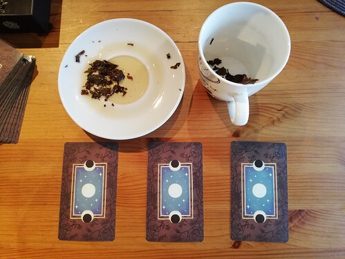 4 Cups and Tarot